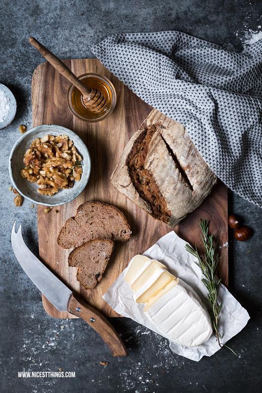 Brot mit Camembert Honig Walnuessen von Nicest Things