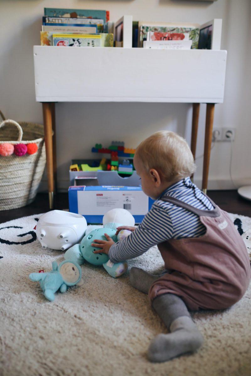 Wir fliegen bis zum Mond und den Sternen im neuen Kinderzimmer #FisherPrice #2in1TraumbärchenSpieluhr #LittlePeopleFlugzeug   Pinspiration.de