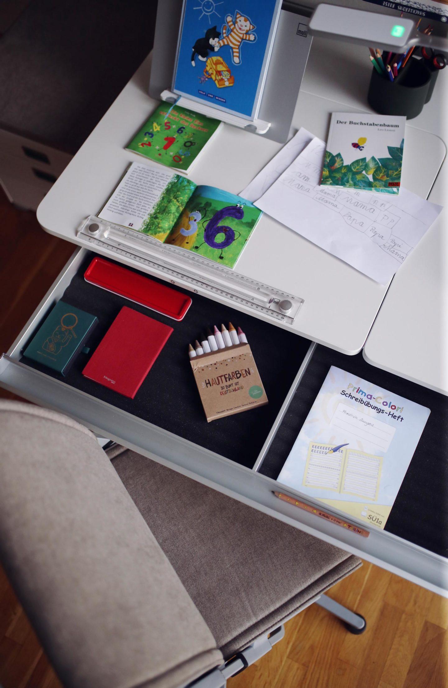 Friedrichs Kinderschreibtisch von moll Funktionsmöbel & Gewinnspiel moll Scooter Kinderdrehstuhl | Pinspiration.de