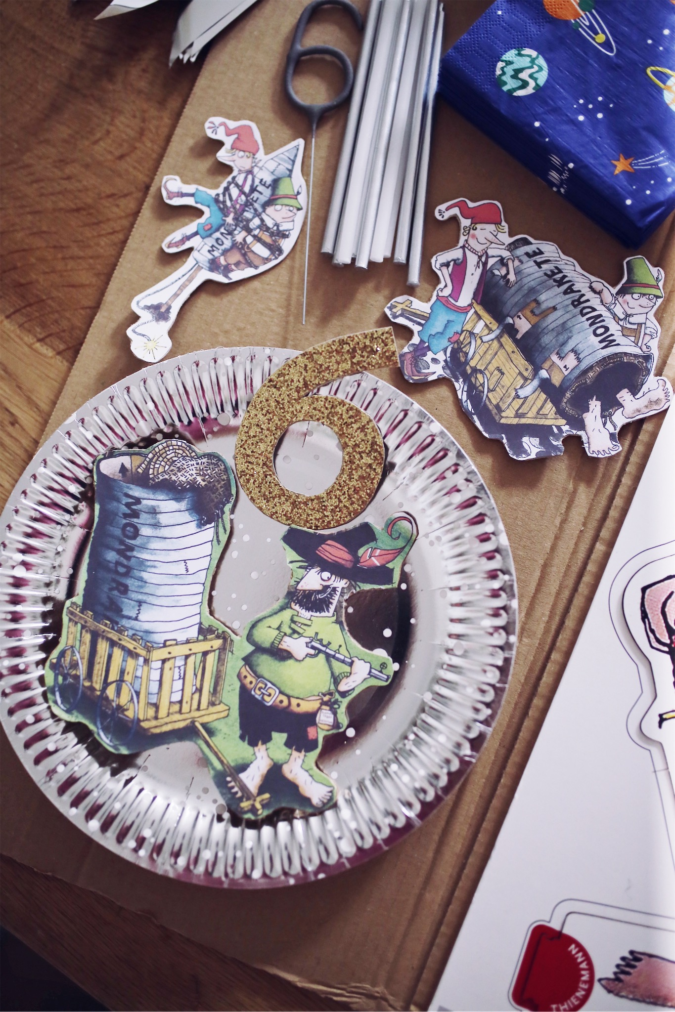 Friedrich wird 6! Deko, DIY & Geburtstagstorten für einen Räuber Hotzenplotz Mondraketen Kindergeburtstag | Pinspiration.de