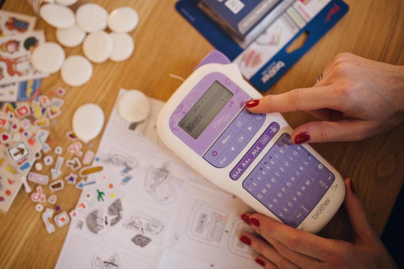 DIY-Erzaehlsteine für Kinder mit Stickern und Brother P-touch Labeln   Pinspiration