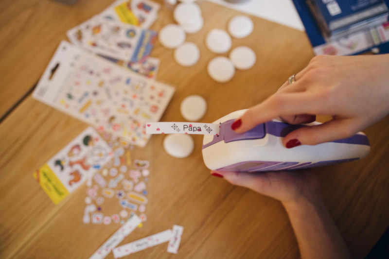 DIY-Erzaehlsteine für Kinder mit Stickern und Brother P-touch Labeln | Pinspiration