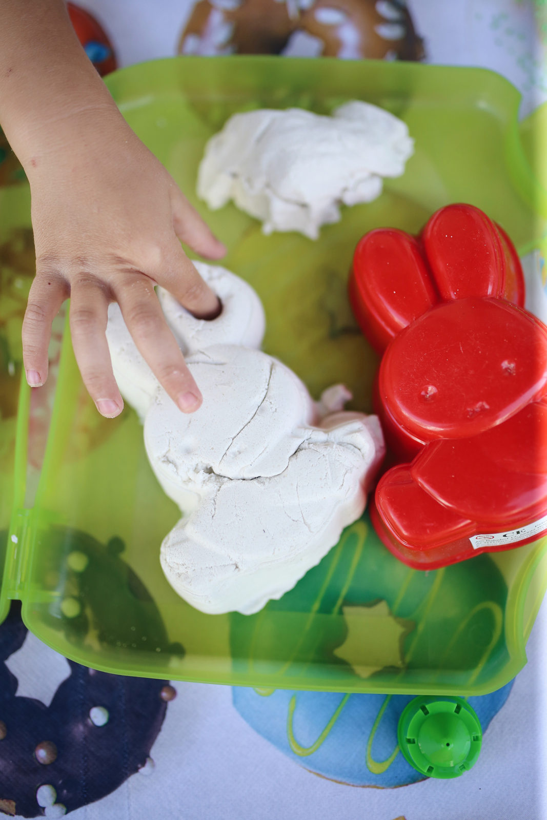 Kinder Spielspaß für den Sommer: Das kommt mit in den Sommerurlaub | #Spielspaß #kinetischersand #SpielefürdenSommerurlaub #Kinderspiele #Sommerurlaub |Pinspiration.de