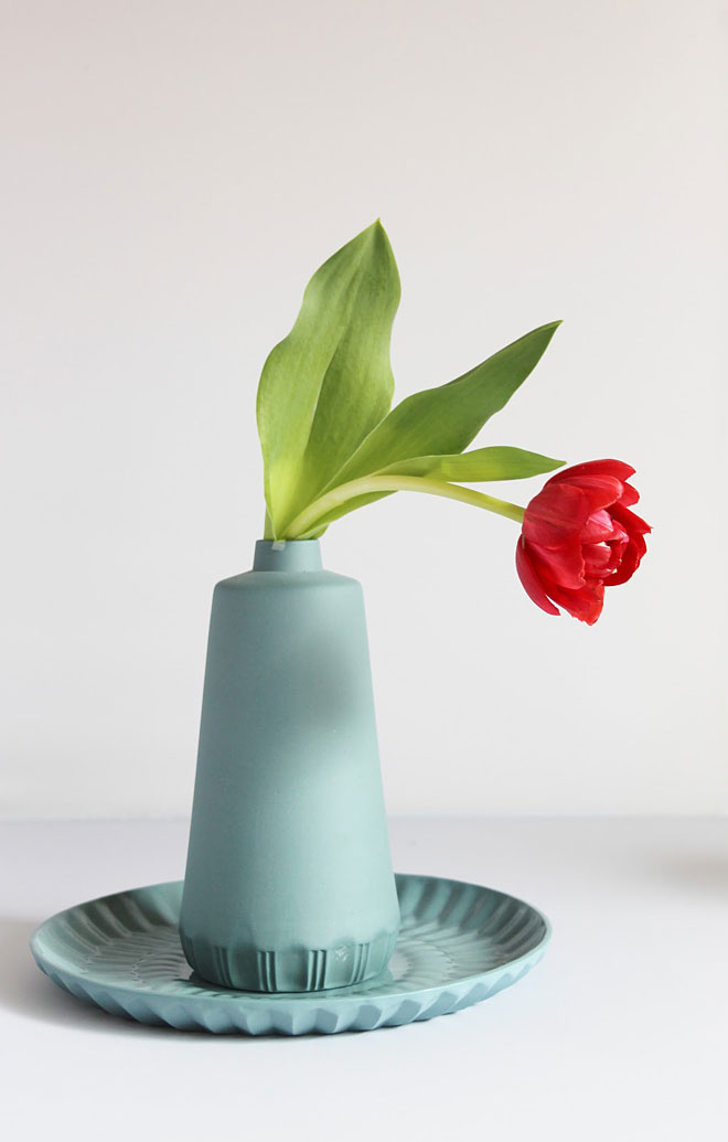 lenneke wispelwey vases blue with tulip